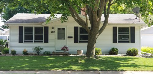 Adorable 3bd ranch, convenient SE location, large shaded backyard!!