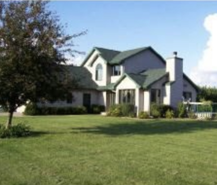 Country living within 25 minutes of Fox Valley!